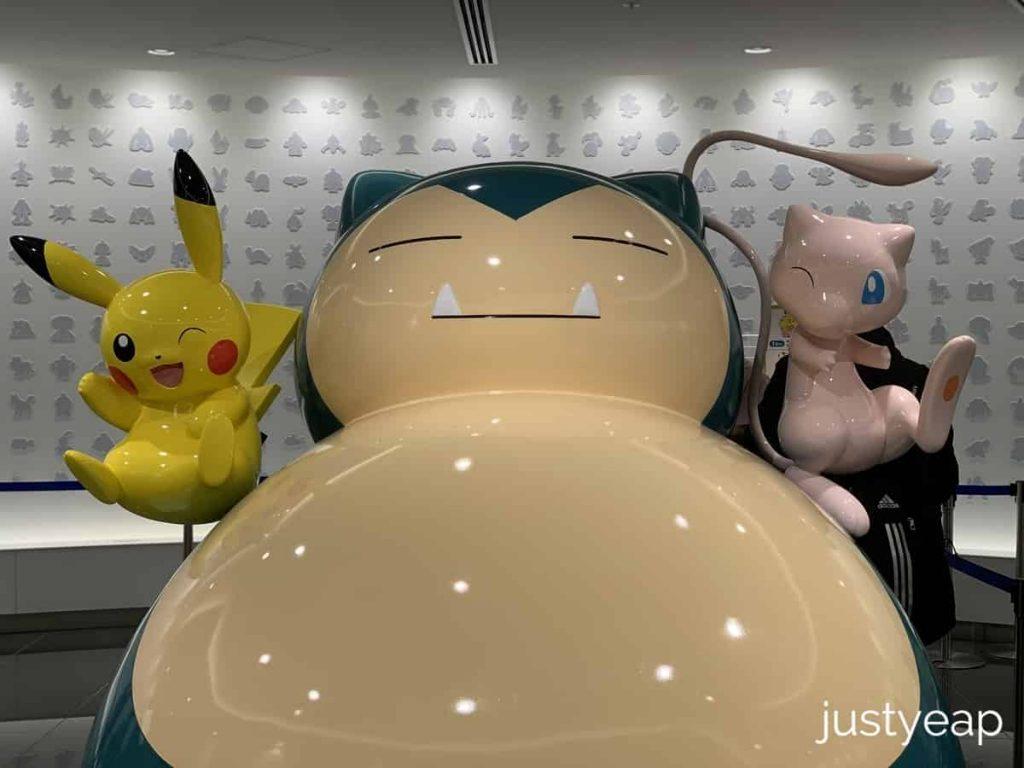 Pokemon-Center-Lobby-Statues